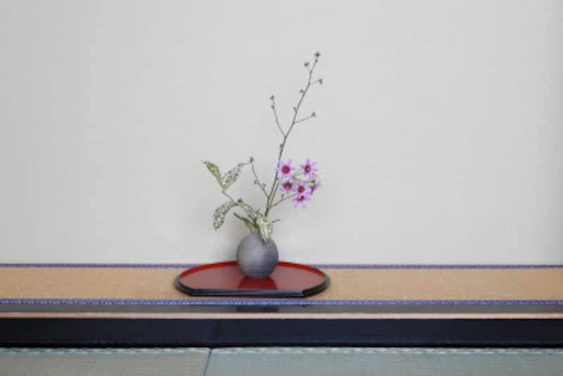 お仕事帰りに1時間、お花に触れる時間があるだけでストレス解消になる華道・生け花のおけいこです