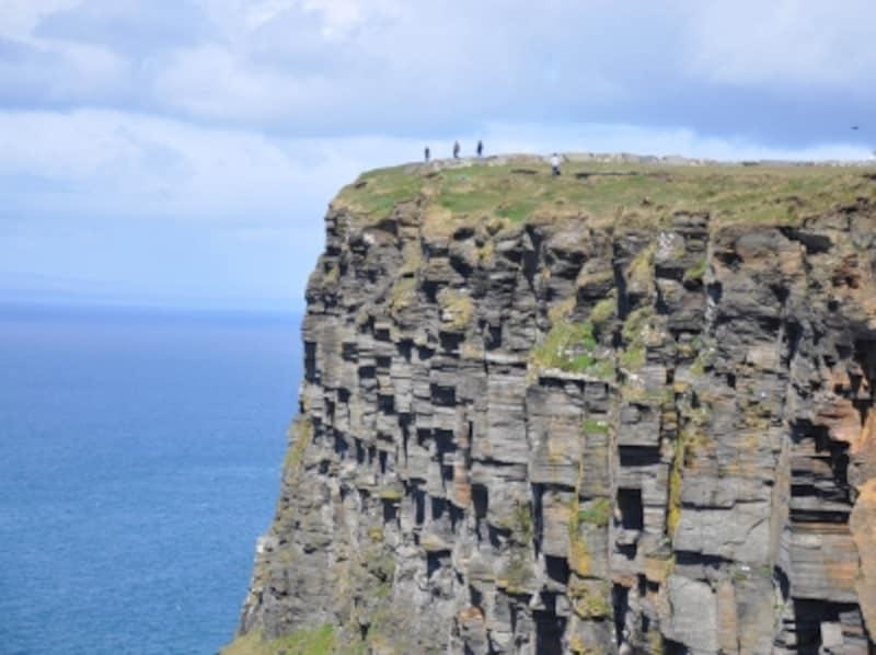 アイルランドの厳しい自然が魅せ...