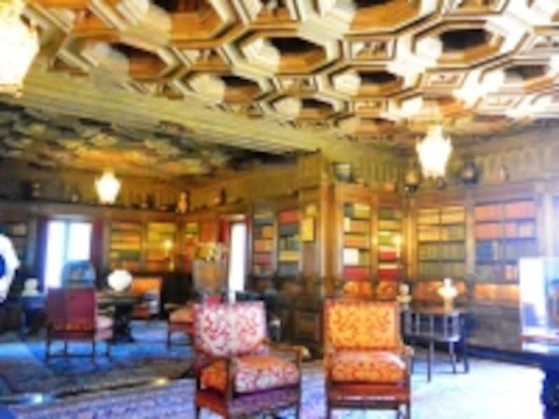 2階にある巨大な図書館