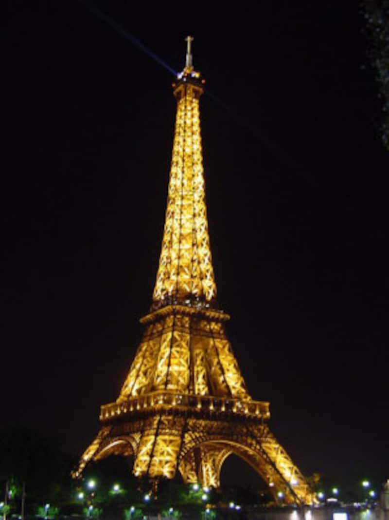 エッフェル塔に行くなら夜がおすすめ