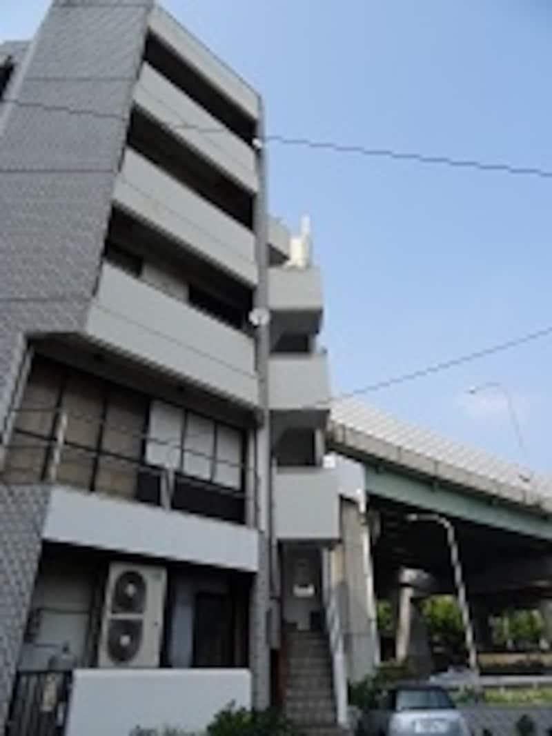 ギャラリーIDF(左のビル)は、名古屋市営地下鉄本郷駅、名古屋ICからすぐ!