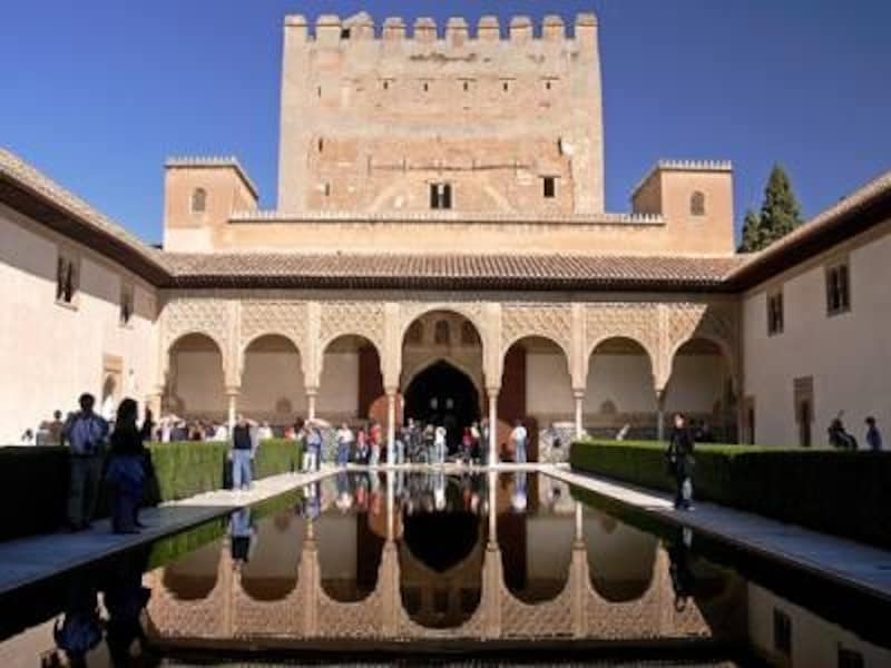 アルハンブラ宮殿の王宮内にあるアラヤネスの中庭