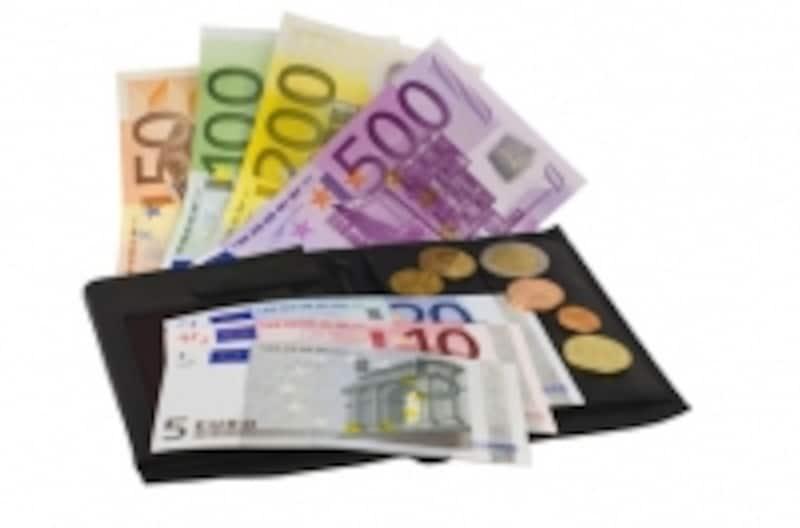 ネット銀行の口座を普段使いにするなら、よく利用するコンビニATMで手数料無料になるものがおすすめです。