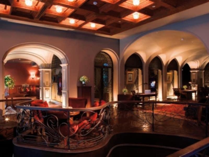 古い洋館の様な雰囲気が漂うレセプション。バンコクの暑さと喧噪が嘘のよう