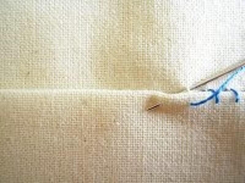 縫い目が布端に対して垂直になる
