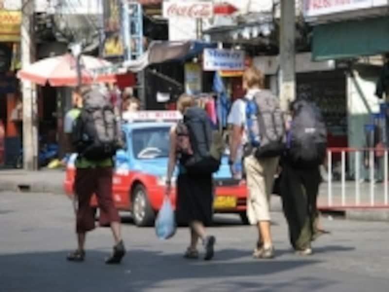 海外には日本人以外にも多くのバックパッカーと呼ばれる一人旅行者がたくさんいる