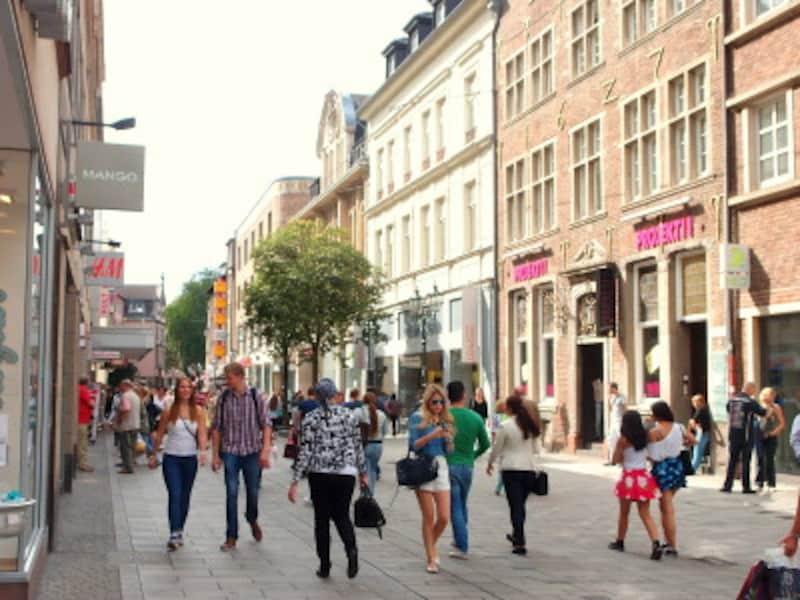 ファストファッションのお店が旧市街に並んでおり、お買い物も楽しい
