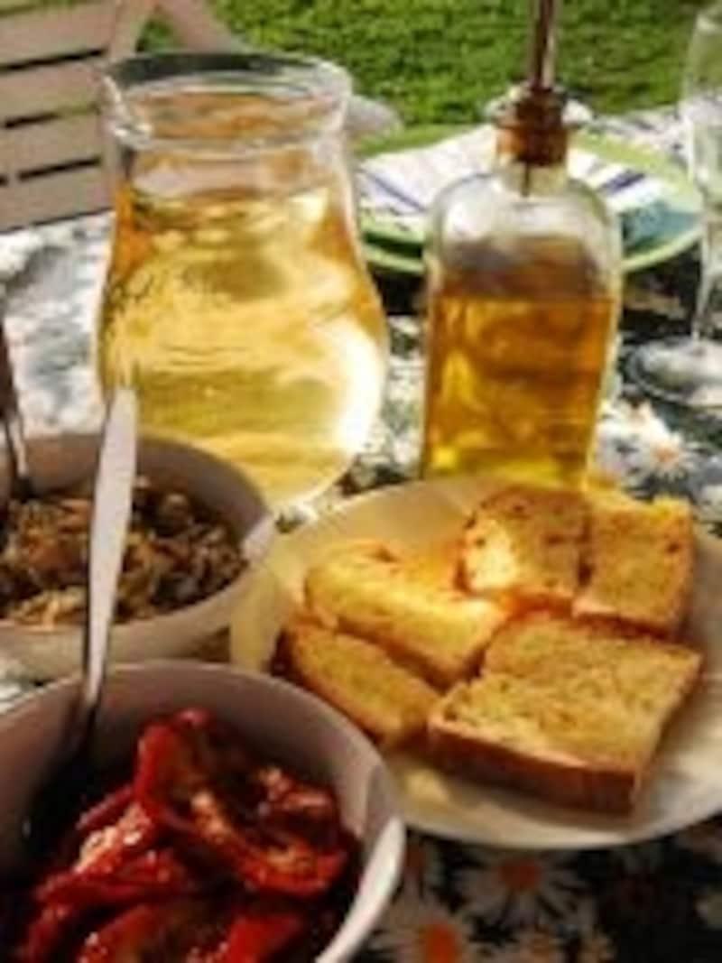 自家製オリーブオイルや野菜でヘルシーな家庭料理で滞在しながら健康に?
