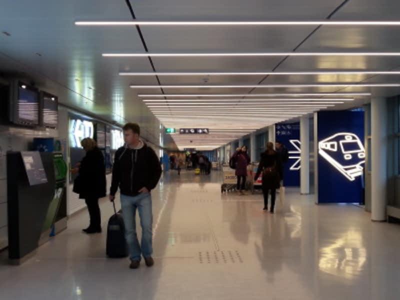 空港からヘルシンキ市内へ(1)近郊列車を利用
