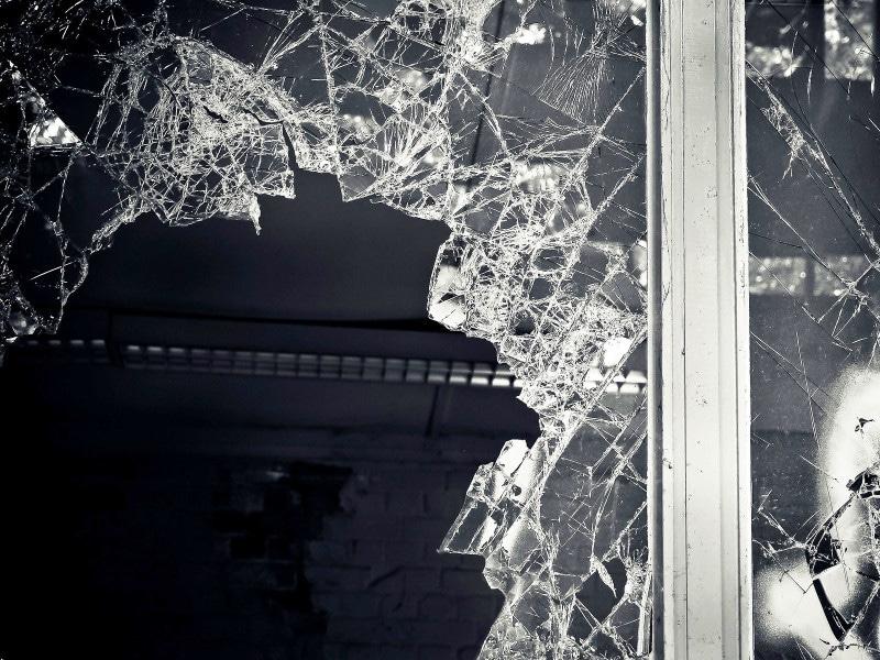 方法 守る ガラス 台風 窓 を から