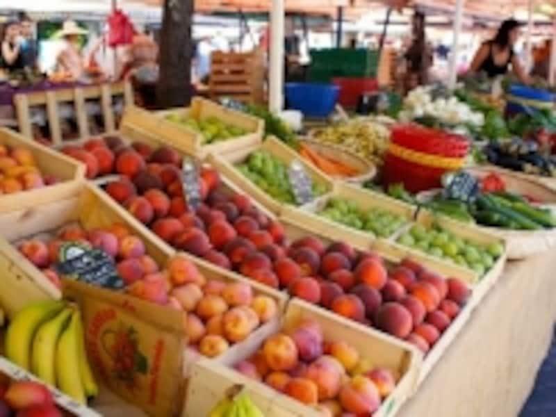 ニースの朝市場。野菜、果物、ハーブ、ハムチーズ、オリーブ、オイル……何でも揃う