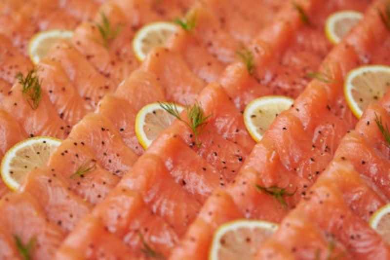 サーモンを選ぶときは塩鮭ではなく生をチョイス!