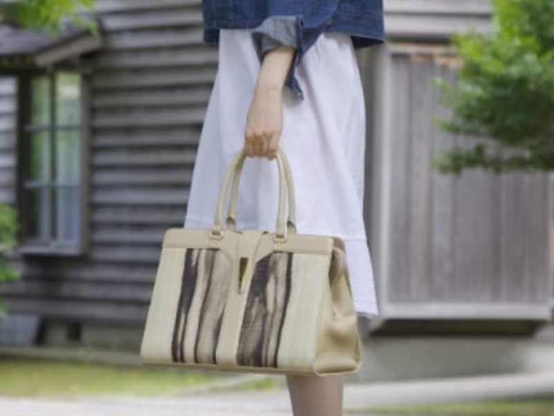 木のバッグ