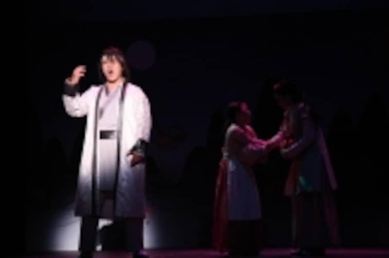 ヘミョン(オ・デファン)の怒りの歌。オ・デファンさんはミュージカル『宮』で来日経験があるそうです。(C)アミューズ