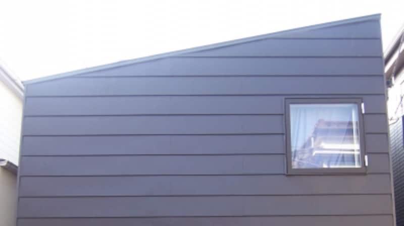 ガルバニウム鋼板平葺きの外壁