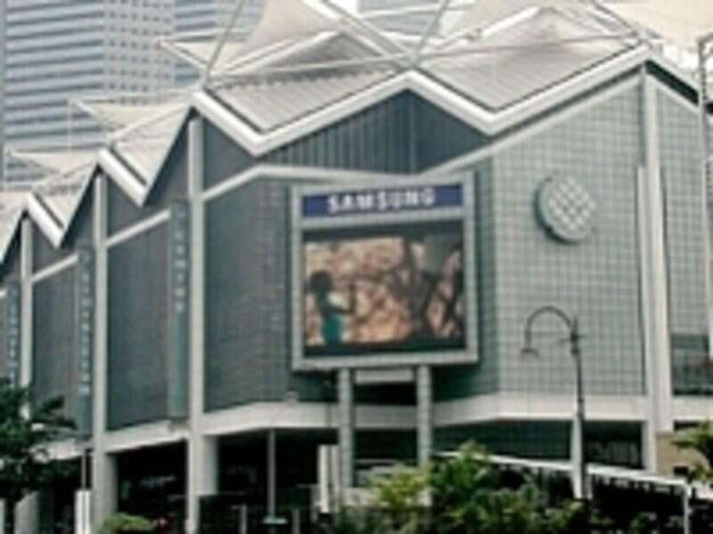 水陸両用車でシンガポール観光が楽しめるダックツアーもここから出発しています