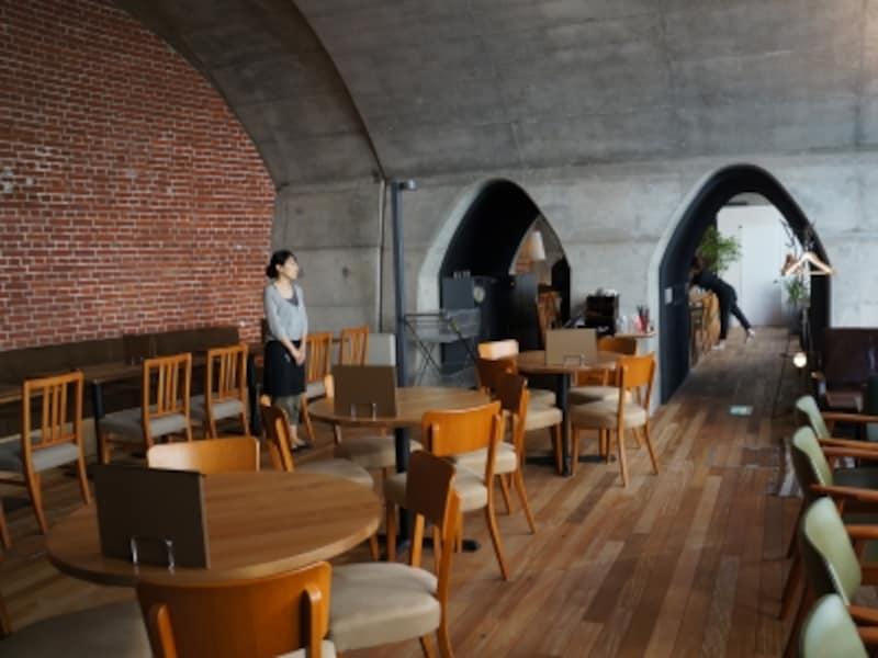 神田川に面したカフェ「フクモリ」