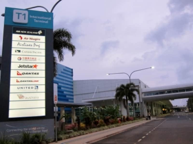 ケアンズ国際空港・空港からのア...