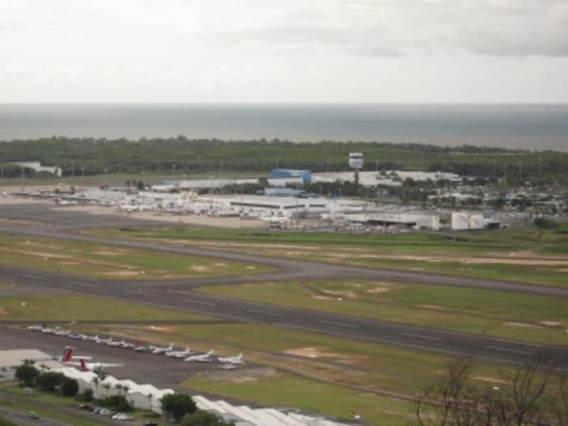 ケアンズ空港全景