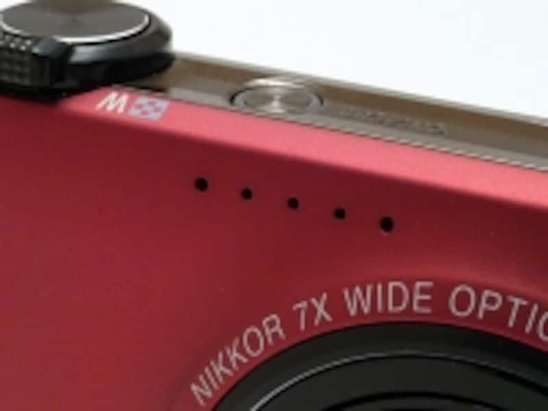 レンズ上にはステレオ録音できるマイクが。720P相当のHD動画はけっこう高画質。