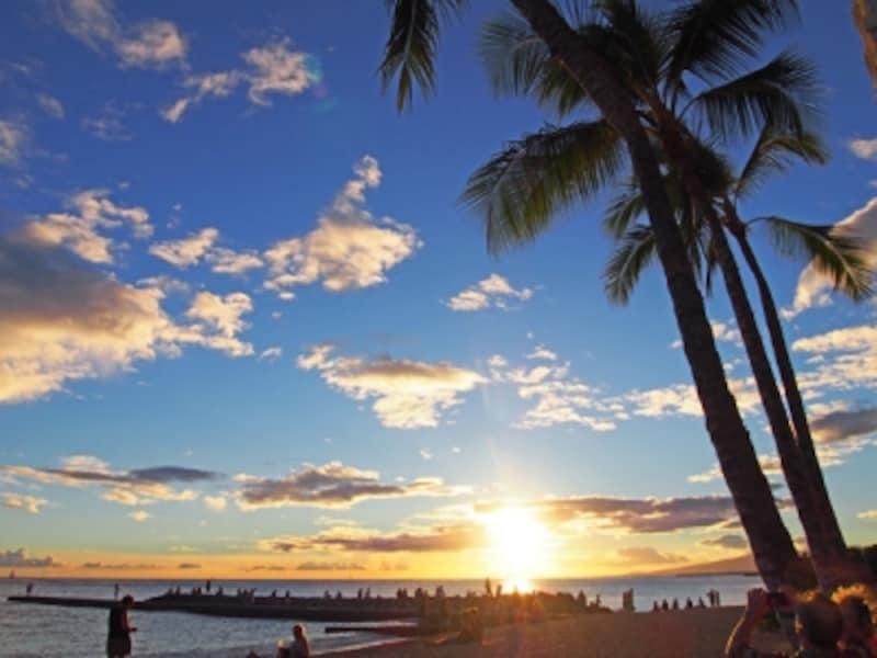 美しいワイキキビーチのサンセット。感動を日本の友達とシェアしたい!
