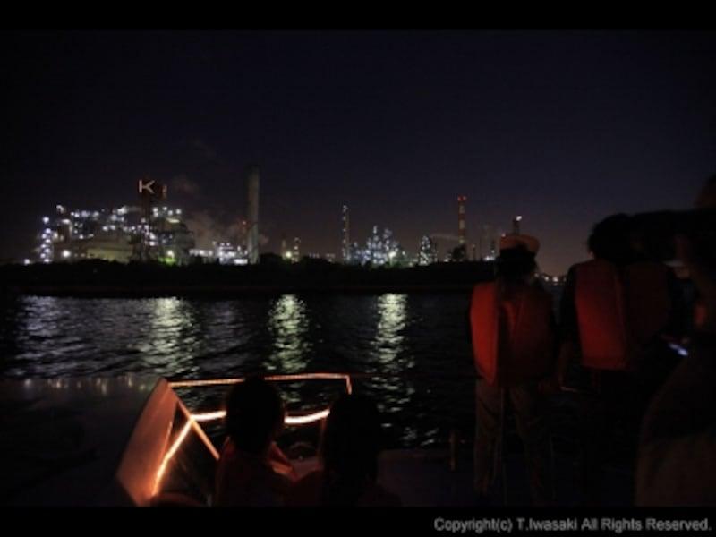 船首からの工場夜景