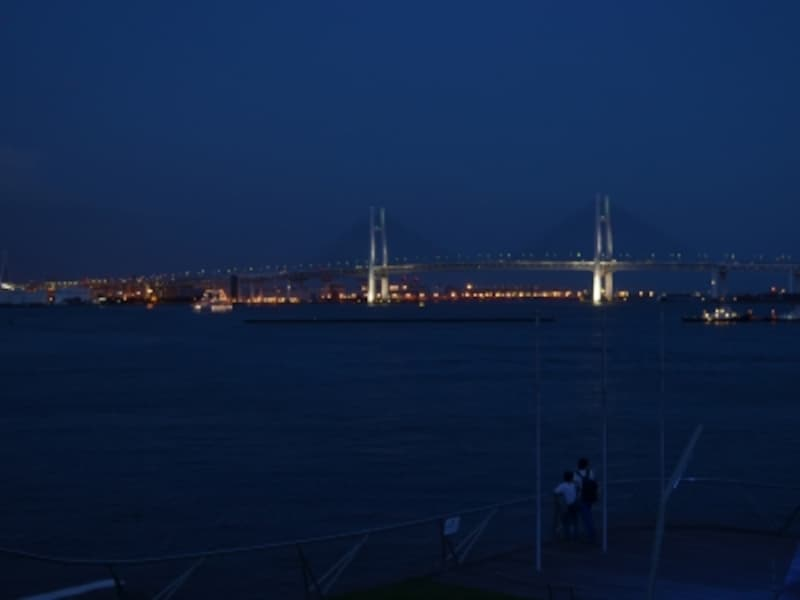 大さん橋からみた横浜ベイブリッジ