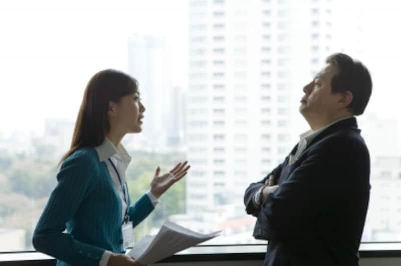 上司に意見をいう女性社員
