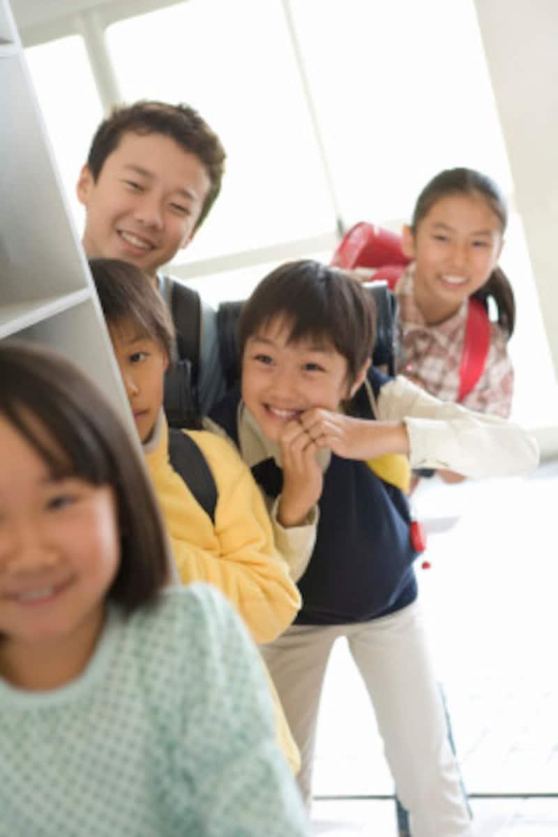 10歳頃の子どもは「ギャングエイジ」とも呼ばれ、子ども同士の独自ルールやつながりから、他人や社会と関わることを学びはじめます。