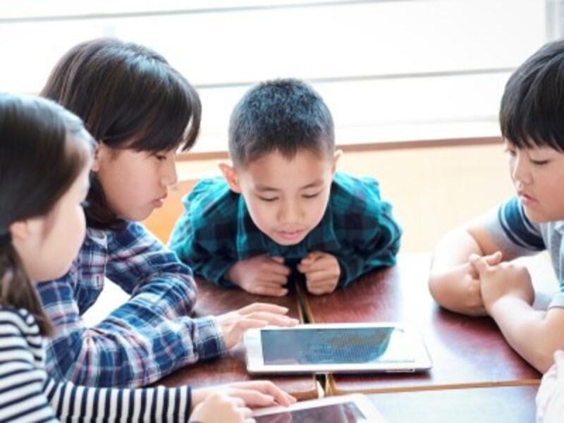 「9歳の壁」「10歳の壁」への家庭できる対策として、学習アプリの活用がある。スマホやタブレットなどを上手に活用することで学びが深まる。
