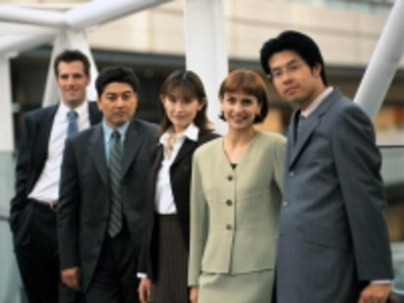 同じように見えるビジネススーツも、微妙な色の違いがあります。