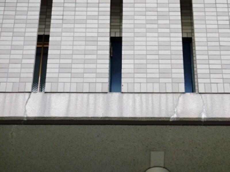 マンション外壁の亀裂