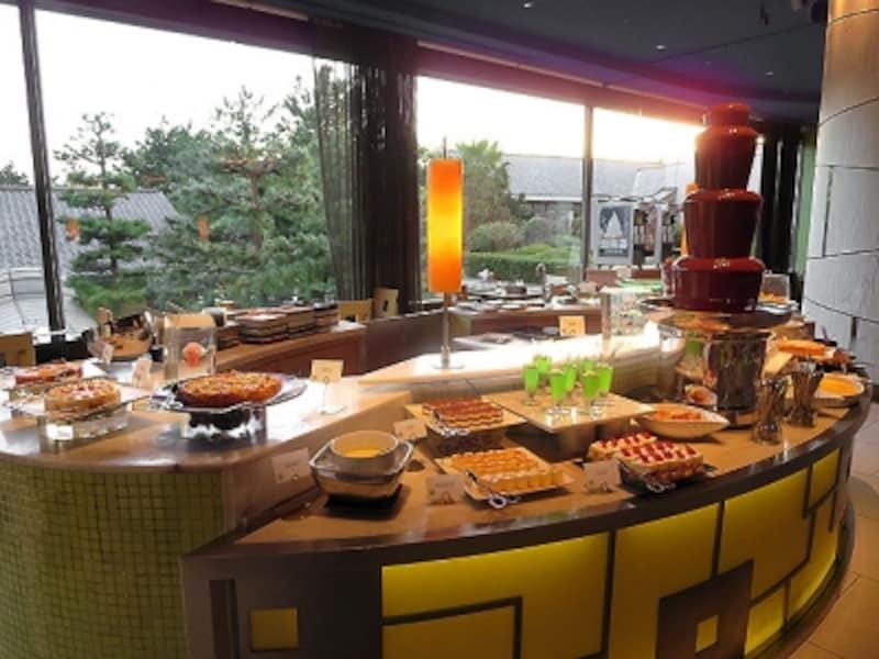 フォレストガーデンデザートのブッフェ台