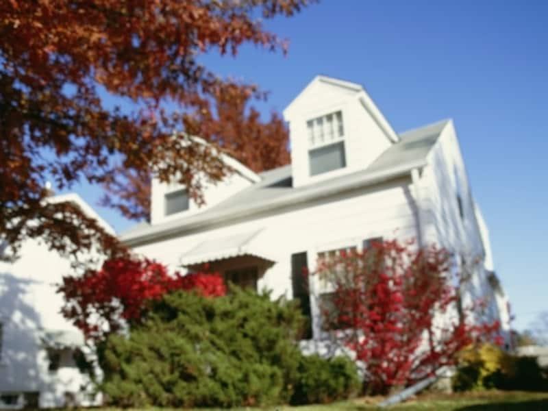 白い外壁の輸入住宅