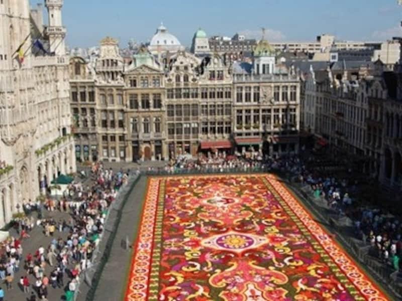 大広場グラン•プラスが花で埋めつくされる2年に1度の祭典「フラワー•カーペット」©KarinAndersson_ToerismeVlaanderen