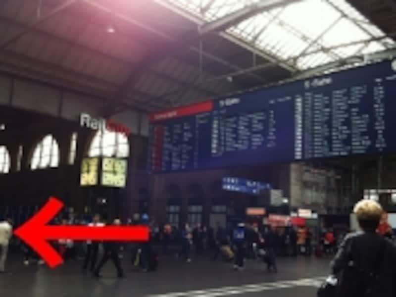 チューリッヒ中央駅・掲示板下は待ち合わせ場所としても有名
