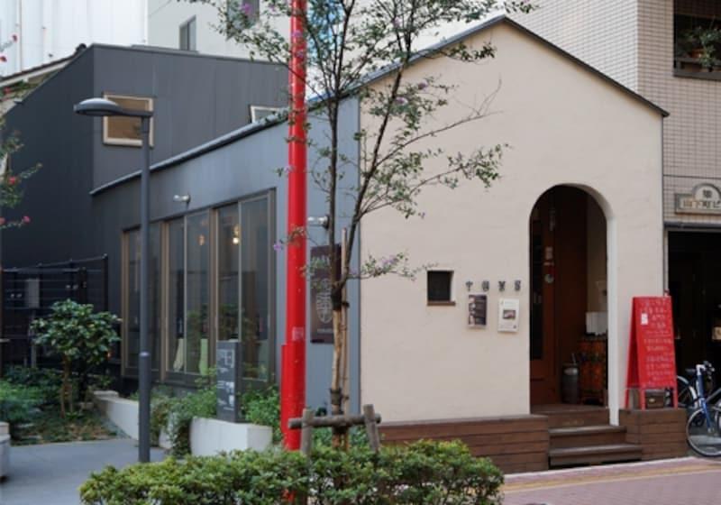 リフォーム後の様子。2階を増築、1階は中国茶のカフェ、2階が住居部となっている。