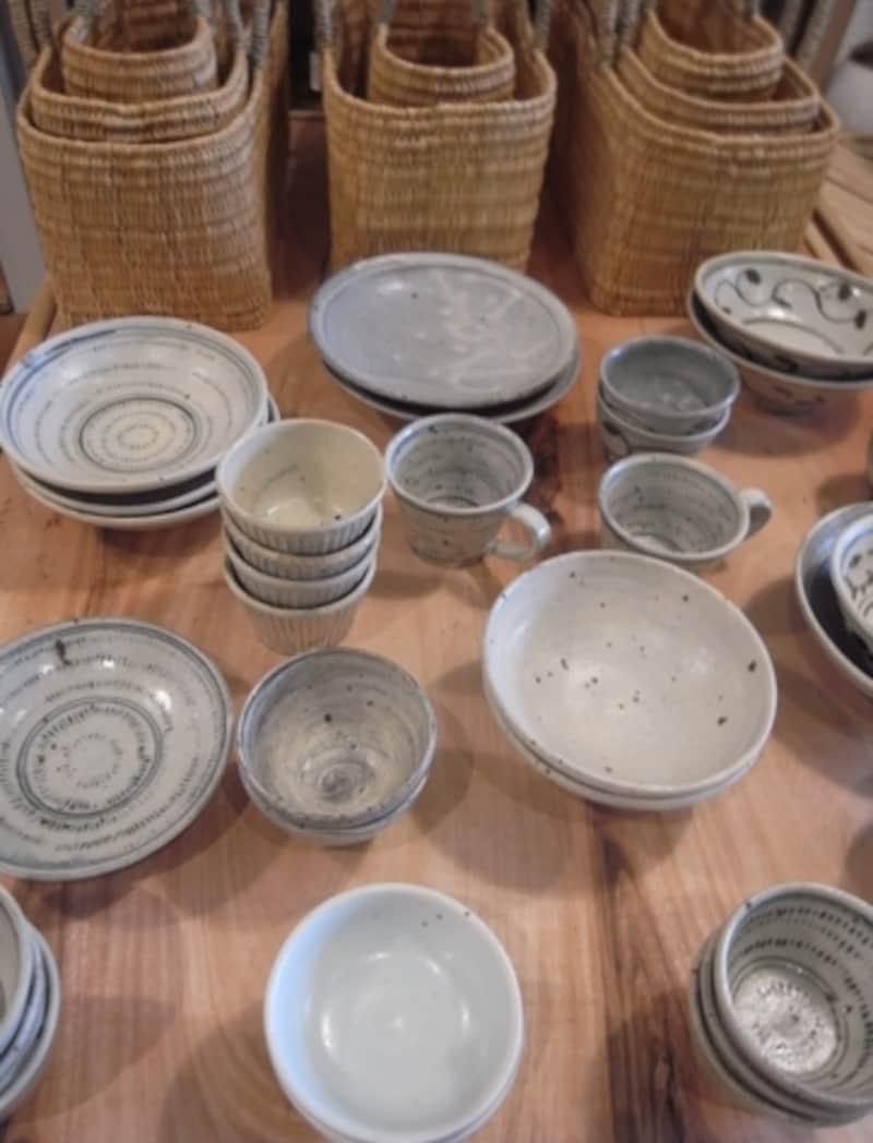 長野にて半農半陶の自給自足生活をする作家、小嶋亜創さんの器。