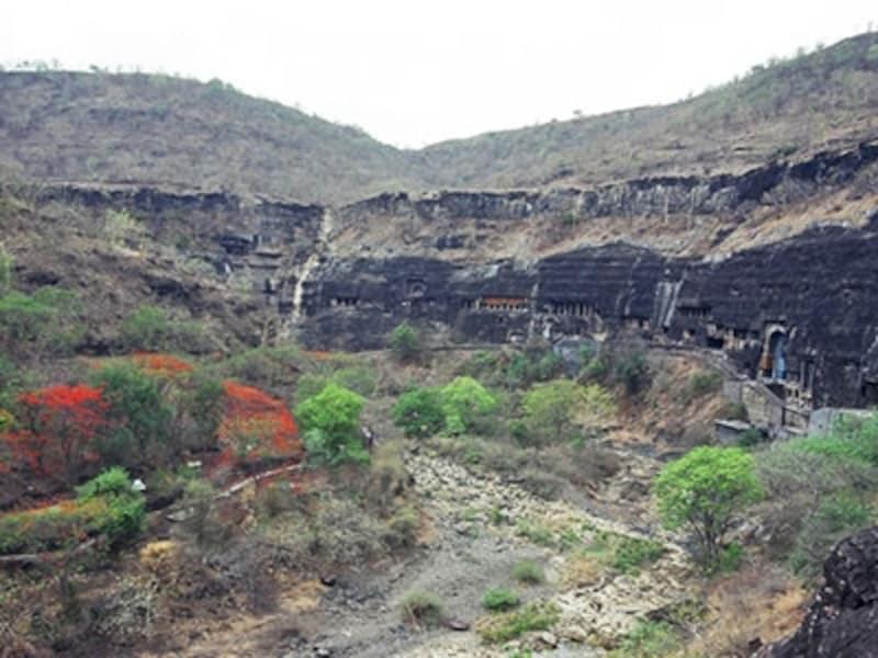 ワゴーラ川とアジャンターの断崖