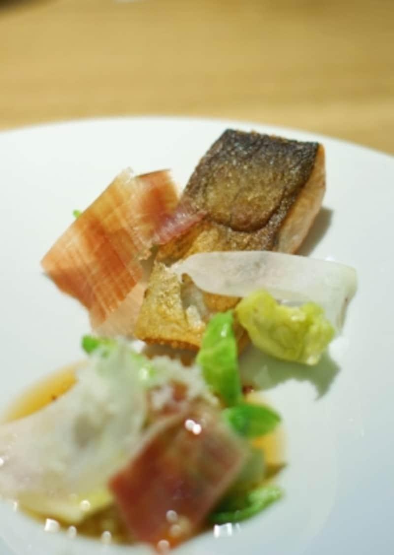 本日の鮮魚、シュークルート、ハモン・セラーノ