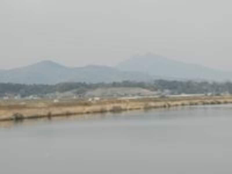 土浦を過ぎると左手に筑波山系が見えてくる