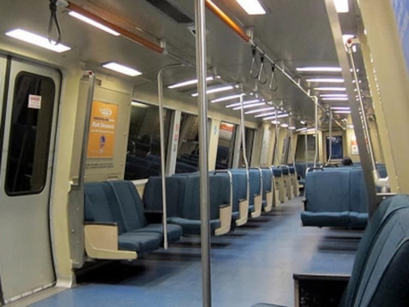 公共交通機関を安全に乗りこなして、楽しい旅にしましょう