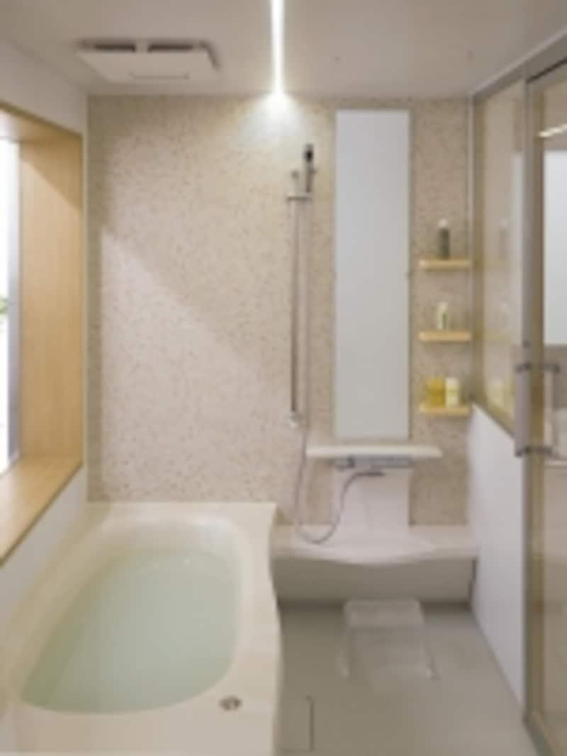 天然の大理石を模した人造大理石浴槽やモザイク模様の壁、LED照明などを用いたナチュラルで清潔感のあるバスルーム。undefined[オフローラ]1616サイズ