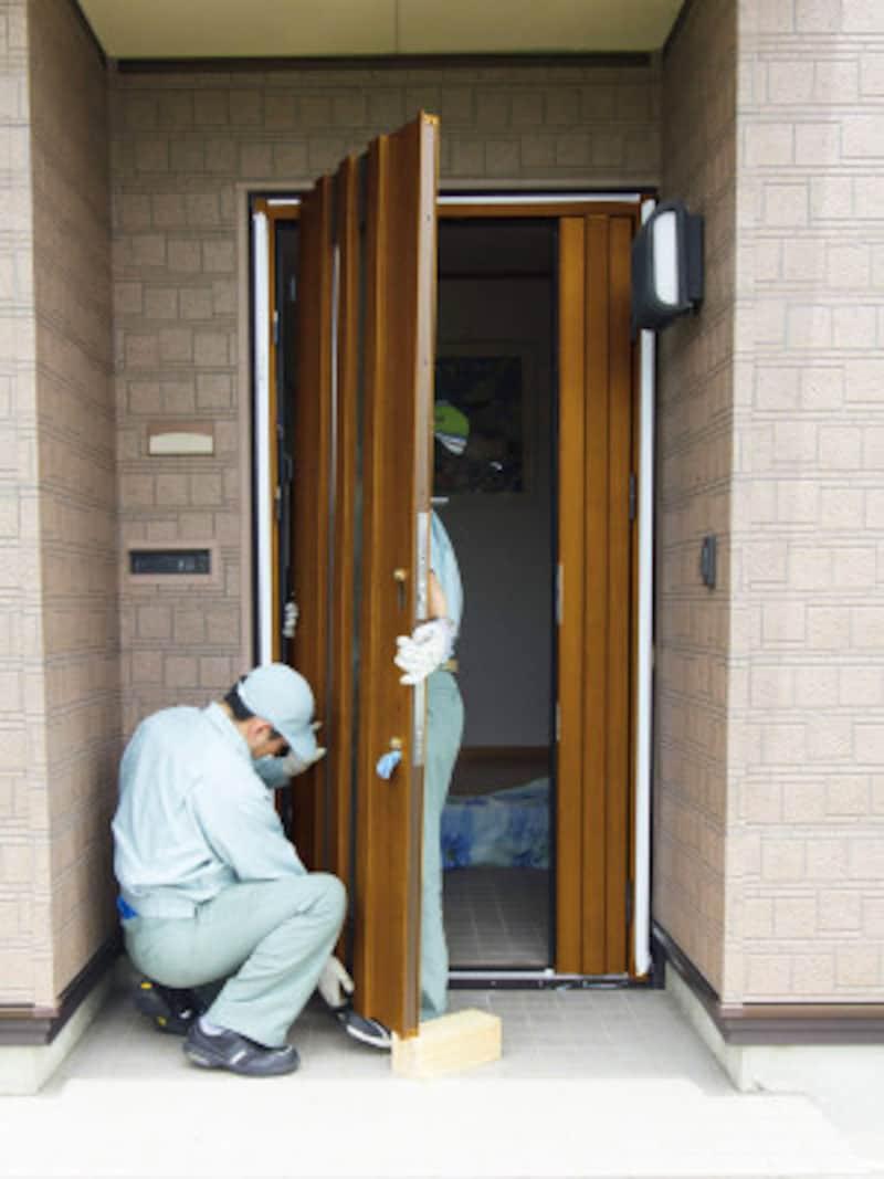 新しい玄関ドアへ交換