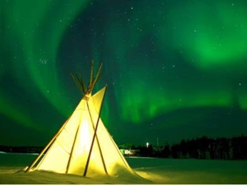 現地オーロラツアー催行会社である、オーロラビレッジ社の施設にある先住民のテント「ティーピー」(C)CTC