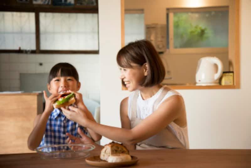 子供の英語教育!食事の時に使える子育て英語10フレーズ