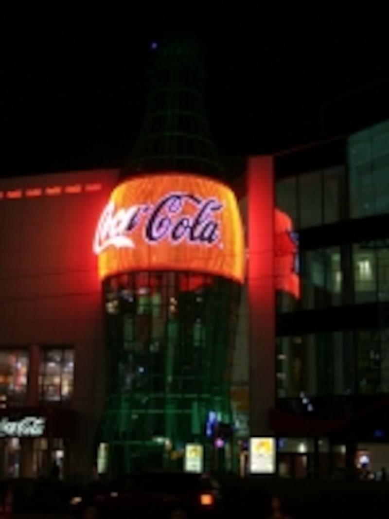 世界最大のコカ・コーラのボトル!