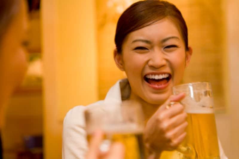 飲酒が多いと体内で増加する酵素のおかげで、お酒に強くなることも。