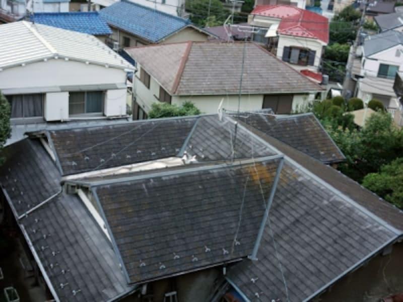 入り組んだ屋根の形