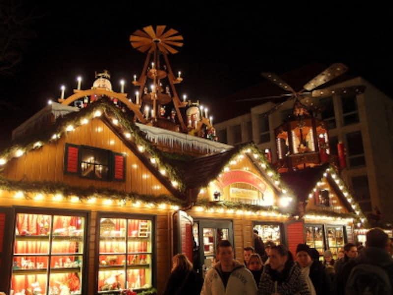 日本人観光客に人気のクリスマスグッズ専門店も